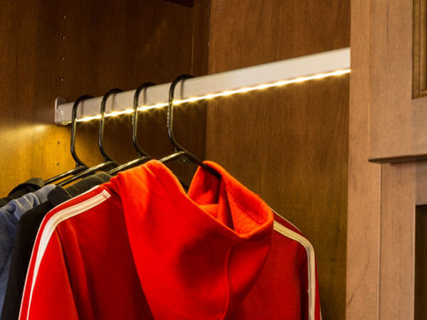 Wardrobe-accessory-Hanger-rod-with-led