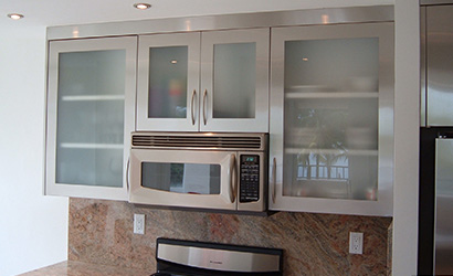 Cabinets-that-are-see-through-and-reflect