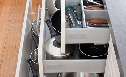 Storage-in-drawers-instead-of-cupboards